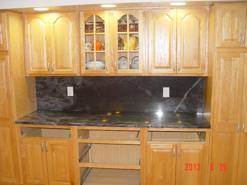 granite backsplash and counter